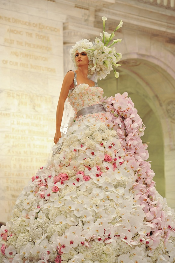 The most amazing wedding gown I have ever seen: