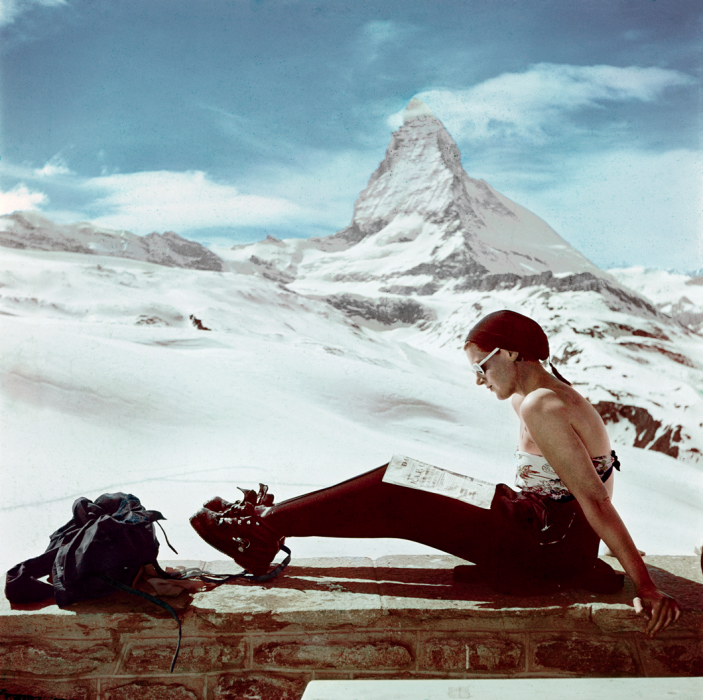 robert-capa-ski-photographs-exhibition.sw_.6.robert-capa-show-icp-ss02
