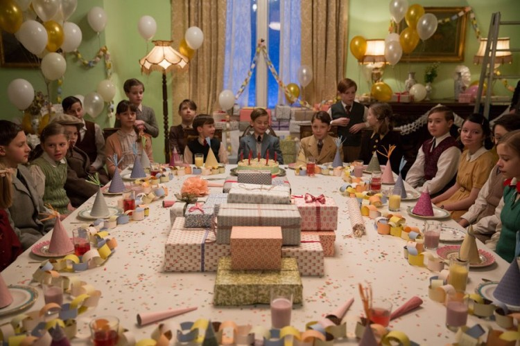 item7.rendition.slideshowWideHorizontal.grand-budapest-hotel-set-08-birthday-party-room